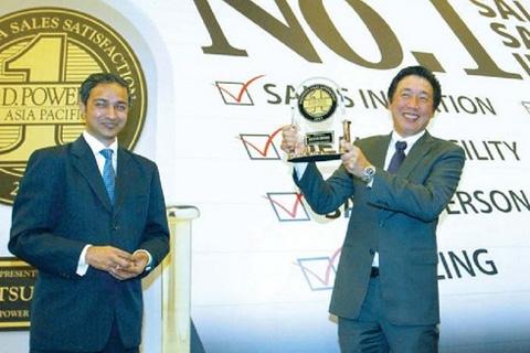 Presir KTB Noboru Tsuji menerima penghargaan JD Powers Asia Pacific, Selasa (12/11/2013) - Bisnis