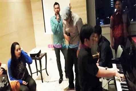 Raffi Ahmad saat hadiri pesta ulang tahun Nagita Slavina - cumicumi.com