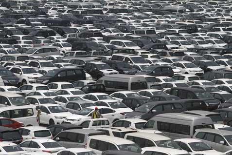 Pihak penyelnggara menyediakan lokasi parkir motor dan mobil di bagian timur dan barat. Ada juga lokasi parkir untuk VIP di bagian timur.  - bisnis.com