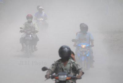 Hujan abu gunung Merapi - Solopos.com