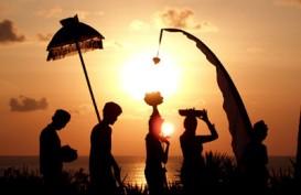 HARI RAYA NYEPI: Ritual Melasti, Umat Hindu Padati Pantai Kuta