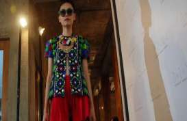 PERANCANG BUSANA ARTIS: Hengki Luncurkan Koleksi Ready to Wear