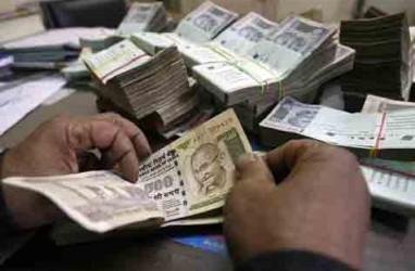 Ekonomi India: Inflasi Meningkat, Rupee Tertekan
