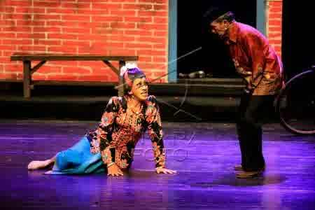 Pertemuan keduanya dalam panggung tersaji ketika Didik ngamen ke rumahnya.  - bisnis.com