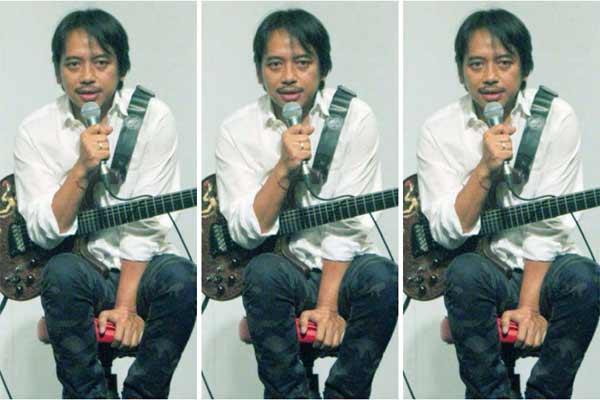 Budjana mengaku sudah mengagumi cara berkesenian Putu Wijaya sudah lama sejak masih di Bali.  - bisnis.com