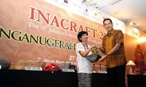 Inacraft ke-16 akan diadakan pada 23-27 April 2014 di Jakarta Convention Center. Produk yang dipamerkan antara lain perhiasan, pakaian, aksesori, suvenir, kerajinan tangan, dan peralatan rumah tangga.  - bisnis.com