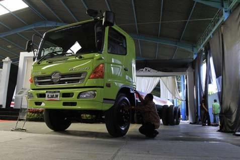 Penjualan nasional kendaraan komersial jenis truk secara whole sales turun sekitar 5,2% pada kwartal I/2014 - JIBI