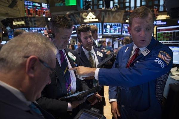 S&P 500 turun 0,2% menjadi 1,875.39 pada pukul 4 sore di New York.  - Bloomberg