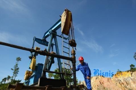 Pasar minyak berbalik naik (rebound) dari aksi jual tajam pada Rabu, ketika data AS menunjukkan persediaan minyak mentah pekan lalu mencapai rekor tertinggi.  - bisnis.com