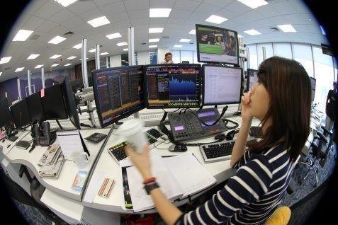 Indeks turun tipis dan masih bergerak di fase konsolidasi.  - bisnis.com