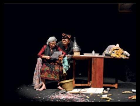 Monolog Jpret cukup berhasil menggiring penonton menertawakan kondisi politik yang ada di Indonesia.  - jjk.co.id