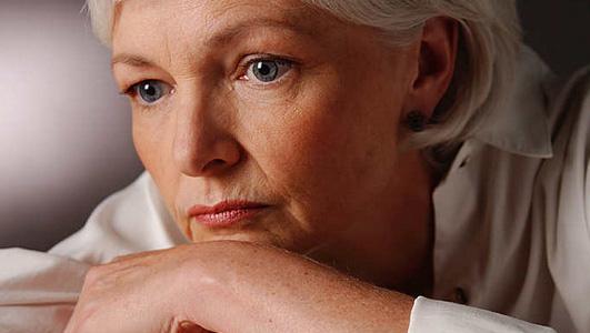 Pada masa menopause, kadar hormon perempuan sangatlah berkurang khususnya hormon estrogen, progesterone dan testosterone.  - menopausedini.com