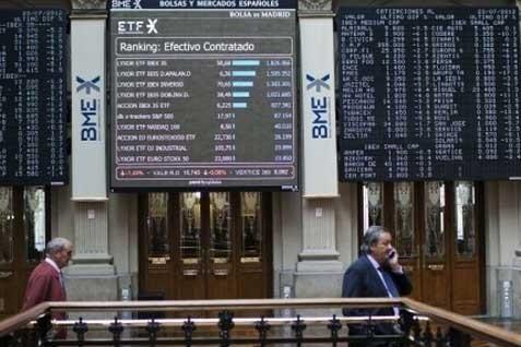 Papan monitor bursa Eropa. Indeks Stoxx menguat 0,49% - Reuters