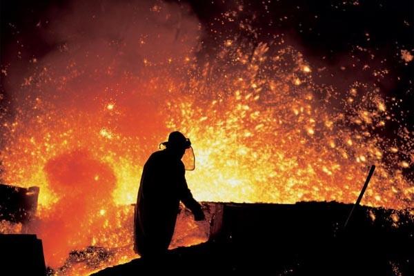 Produksi baja. Pendapatan Jaya Pari Steel melesat 98% - JIBI