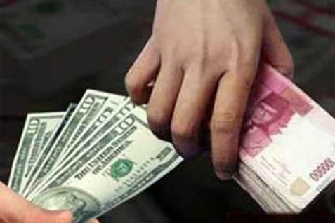 Tukar rupiah dengan dolar AS. Kurs rebound pada penuatupan perdagangan - JIBI