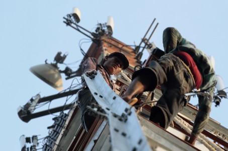 Perbaikan Menara Telekomunikasi - Antara