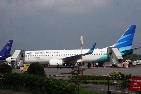 Pesawat Garuda mendarat. Beli pesawat dari kredit Indonesia Eximbank - Bisnis