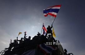 KRISIS THAILAND: Bangkok Membara, Massa Anti Yingluck Vs Pro Yingluck Berhadap-hadapan