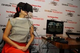 Pengunjung Museum Pakai Teknologi Oculus Rift