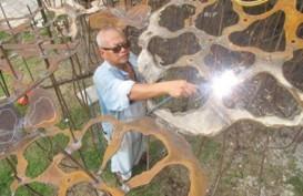 TEGUH OSTENRIK: Ubah Besi Bekas Jadi Karya Seni Bawah Laut