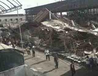 RUKO ROBOH: 4 Pekerja Dilaporkan Tewas, Total Pekerja 84 Orang, 67 Berhasil Dievakuasi