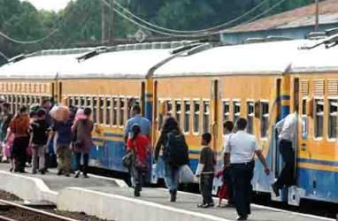 LEBARAN 2014: Stasiun Gambir Masih dipenuhi Calon Penumpang