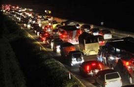 ARUS BALIK LEBARAN 2014: Lalu Lintas Tersendat di Jalan Tol KM 66 Cikampek