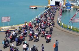 ARUS MUDIK LEBARAN: Pengendara Motor Ramai menyeberang di Bakauheni