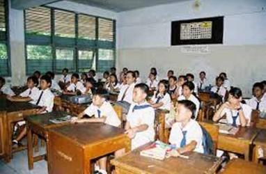 Mulai 2015, Sekolah di Kota Bekasi Wajibkan Penggunaan Seragam Batik