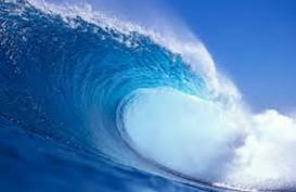 BMKG: Awass, Tinggi Gelombang Pantai Selatan Jawa Capai 5 Meter