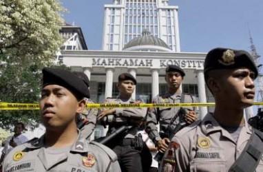 GUGATAN PRABOWO-HATTA: Demo Putusan MK Rusuh, 8 Orang Terluka
