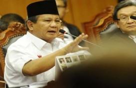 PUTUSAN SIDANG GUGATAN PILPRES: Pendukung Prabowo-Hatta Berusaha Tembus Kawat Berduri