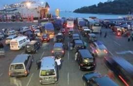 Angkutan Barang Di Pelabuhan Gilimanuk Dibatasi