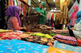HARI BATIK NASIONAL: Pasar Klewer 'Pindah' ke Pasaraya Blok M