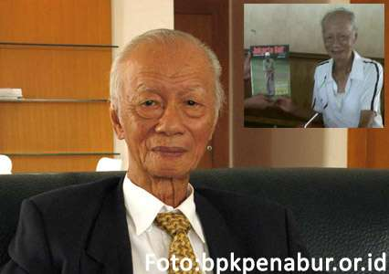 Uripto Wijaya / Insert penghargaan Muri 2014 sebagai manusia usia lanjut (manula) berusia 90 tahun yang mampu bermain golf 18 hole dengan jalan kaki