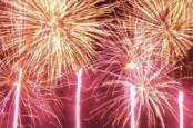 Pesta Kembang Api Laut Meriahkan Akhir Pekan di Baywalk Mall