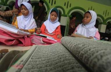 Keuangan Syariah Terus Incar Kalangan Santri