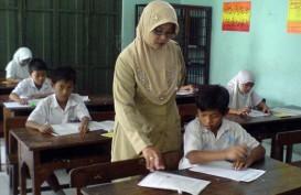 Pemerintah Kaji Batas Minimal Gaji Guru Honorer