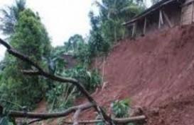 TANAH LONGSOR: Ratusan Rumah dan Warganya Masih Tertimbun