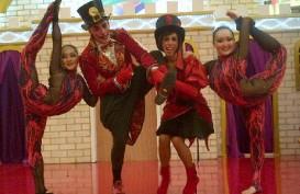 Akrobatik Italia dan Kazakhstan Meriahkan Natal dan Tahun Baru di Emporium
