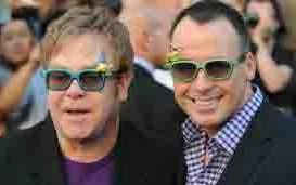 Pekan Ini Elton John Nikahi Pasangan Gaynya