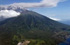 Gunung Gamalama Meletus