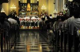 MISA MALAM NATAL: Jemaat Penuhi Katedral