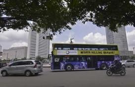 NATAL 2014: Penumpang Antre Naik Bus Jakarta City Tour