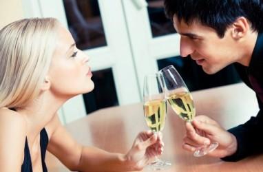 """5 Cara """"Flirting"""" ke Pria Tanpa Terkesan Berlebihan"""