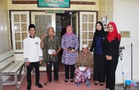 Q Grand Dafam Syariah Banjarbaru Berbagi Takjil di Panti Jompo
