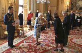 41 Tembakan Warnai Perayaan 65 Tahun Elizabeth Sebagai Ratu Inggris