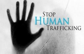 Pramugari Cantik Ini Selamatkan Korban Kasus Perdagangan Manusia