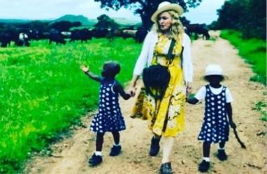 Kenalkan, Ini Anak Kembar dari Malawi yang Diadopsi Madonna