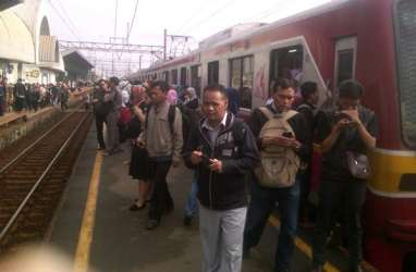 Lintasan KRL di Kampung Bandan, Jakarta Kota, Tebet & Kalideres-Rawa Buaya Terendam Air